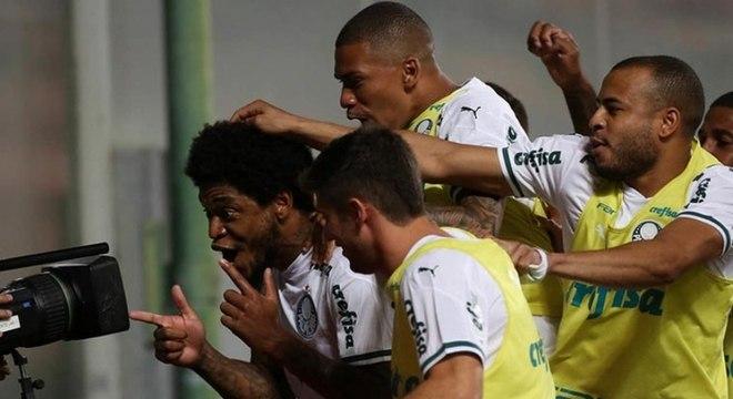 Luiz Adriano foi autor do primeiro gol do Palmeiras contra o América-MG