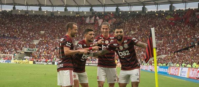O grande campeão só pode ser o Rubro-Negro! O elenco do Flamengo, campeão brasileiro em 2019, segue em alto patamar também quanto ao seu preço de mercado: 120 milhões de euros (por volta de R$ 753 milhões)