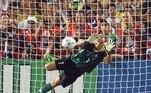 1998: Com o Brasil já classificado, nove times brigaram por quatro vagas de acesso e os classificados foram Argentina, Paraguai, Colômbia e Chile