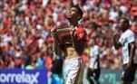 """Lucas Paquetá: cria da Gávea, o meia do Lyon deixou o Flamengo em 2018 e em sua despedida no Maracanã chorou muito. Na ocasião, o jogador disse que a saída era apenas um """"até breve"""""""