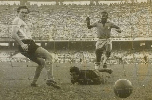 Com a camisa da Seleção Brasileira, Pelé marcou oito gols na Argentina, Chile e Hong Kong