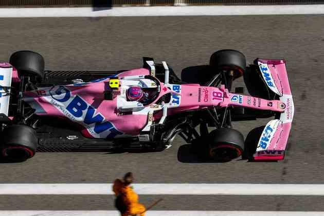 Lance Stroll foi tocado na primeira volta e abandonou o GP da Rússia