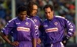 Marcada como primeira equipe italiana a disputar uma final de clubes da Europa (em 1957), a Fiorentina lidou com problemas financeiros no ano de 2002. Além de ter US$ 50 milhões em dívidas (o equivalente a R$ 157 milhões), o clube não arcava com os salários dos jogadores