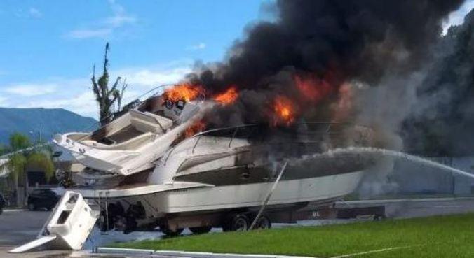 Lancha estava na marina quando explodiu e feriu funcionários e adolescente