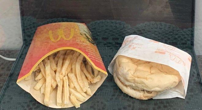 Hjortur Smarason comprou um lanche do McDonald's em 2009, para ver quanto tempo ele levaria para se decompor
