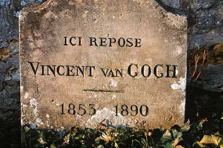 'Aqui repousa Vincent van Gogh', diz a lápide do pintor, enterrado ao lado de seu irmão, Theo, em Auvers-sur-Oise
