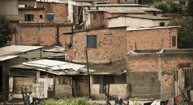 Quase um quarto das casas de crianças pequenas tinha ao menos uma inadequação de moradia – sem banheiro próprio, com paredes de materiais não resistentes, adensamento excessivo ou custos de aluguel que não cabiam no bolso da família