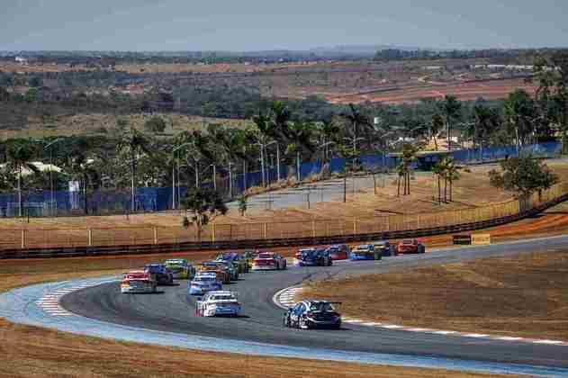 Largada da corrida 2 em Goiânia com muitas disputas