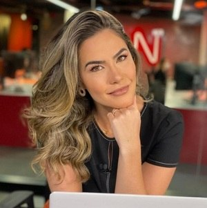 Larissa Alvarenga, jornalista da CNN Brasil