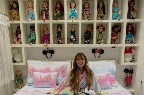 Atriz exibiu bonecas nas redes sociais