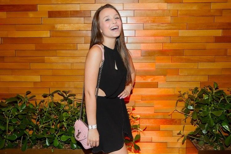 Larissa Manoela curte pré-estreia de comédia em São Paulo - Fotos - R7 Jovem 30c4e56ea6