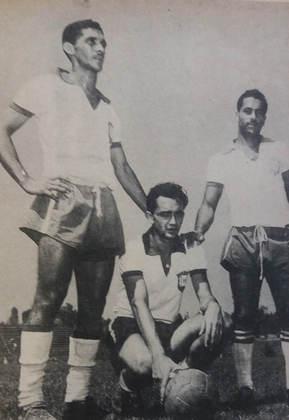 Larry (agachado) foi o grande destaque do Brasil em Helsinque, na primeira vez que a Seleção participou do futebol em uma Olimpíada. O Brasil foi eliminado na primeira fase. Larry era jogador do Fluminense.