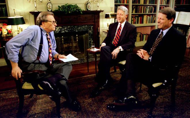 O presidente Clinton e o vice-presidente Al Gore são entrevistados por Larry King em 5 de junho na Casa Branca. Clinton disse que pretendia pedir ao vice-presidente Gore para ser seu companheiro de chapa novamente em sua candidatura à reeleição para a Casa Branca no ano que vem, em 5 de junho de 1995