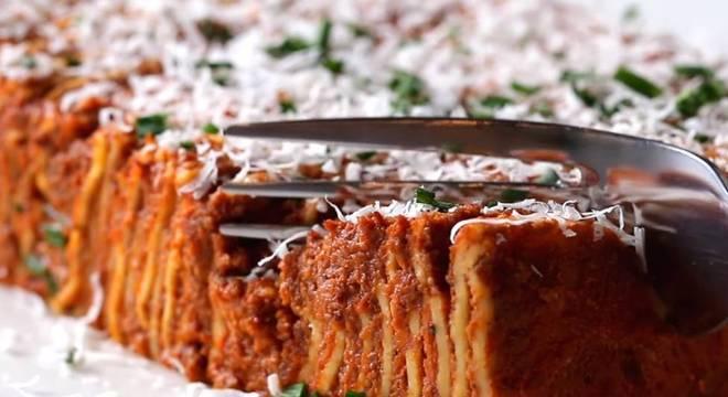 Imagens fechadas do prato final são essenciais para vídeos de comida na internet