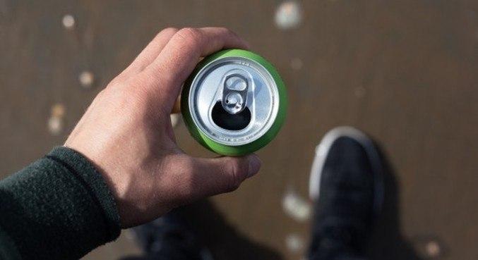 Todo o novo coronavírus no mundo encheria a metade de uma lata de refrigerante