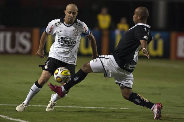 Lateral-direito do Corinthians entre 2008 e 2013, Alessandro é o 13º que mais deu assistências no século: foram 22 passes para gol.