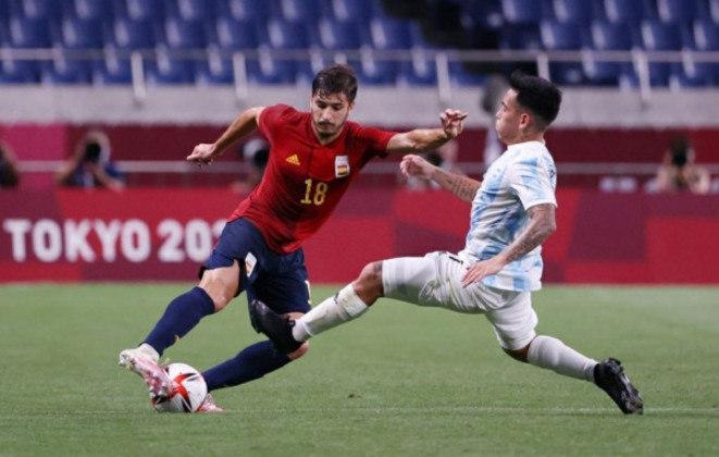 Lateral direito: Óscar Gil - Idade: 24 anos - Clube: Athletic Bilbao - Situação na equipe olímpica: titular - Valor de mercado segundo o Transfermarkt: 20 milhões de euros (aproximadamente 122,97 milhões de reais)