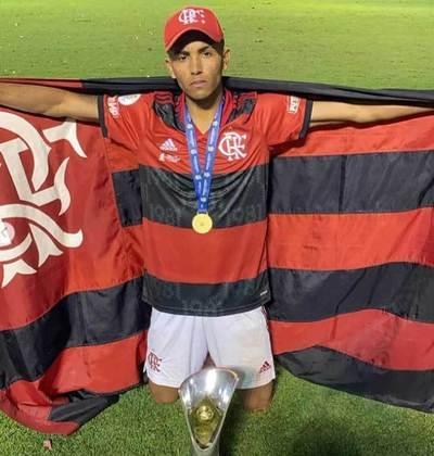 Lateral-direito: Samuel nasceu em 2004. Ele veio do América-MG no início de 2021 e tem contrato válido até janeiro de 2022.