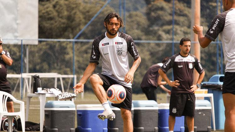Lateral e ponta, APODI, de 34 anos, também tenta manter o fôlego que já demonstrou com as camisas do Vitória, Ceará e Chapecoense.