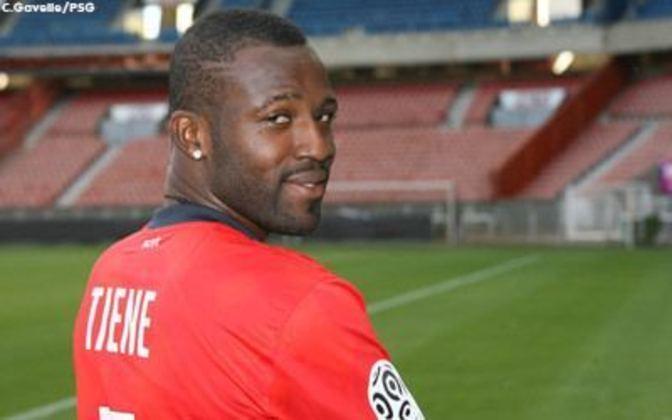 Lateral-esquerdo: Siaka Tiéné (costa-marfinense) - 29 anos na época - camisa 5 - atualmente aposentado como jogador