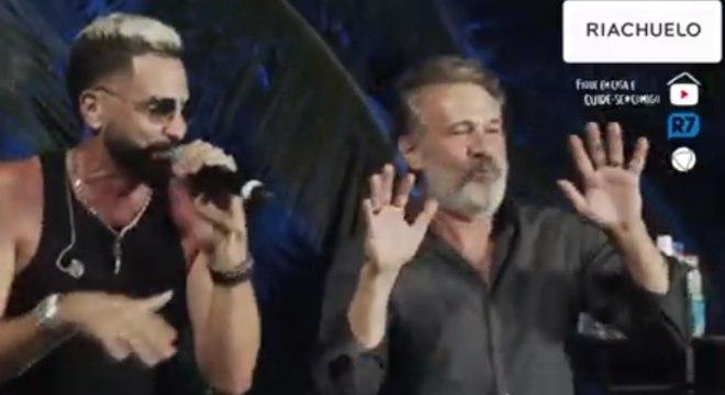 Latino e Nelson Freitas cantando Melô do Lalá