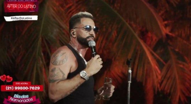 Latino apresentou seu show Festa no Apê 2 direto do Rio de Janeiro