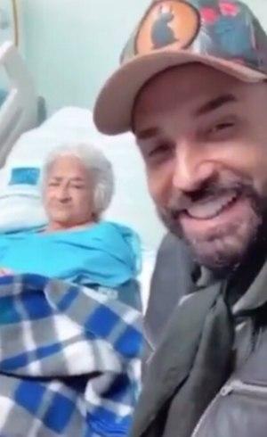 Latino visitou tia recentemente