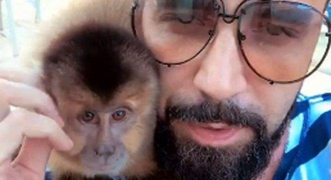 Latino e a macaca Ana Paula