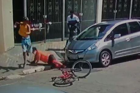 Policial tentou segurar criminoso armado