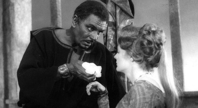 Um dos atores britânicos mais famosos, Laurence Olivier, usou 'blackface' para interpretar Otelo, de Shakespeare, em 1965