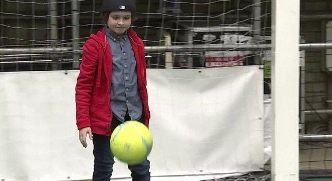 Segundo seu pai, ele não está perdeu contato com a alegria da infância