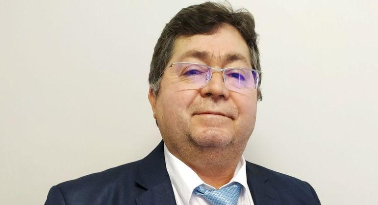 Laurício Monteiro Cruz incluiu veterinários no primeiro grupo a ser vacinado contra Covid-19