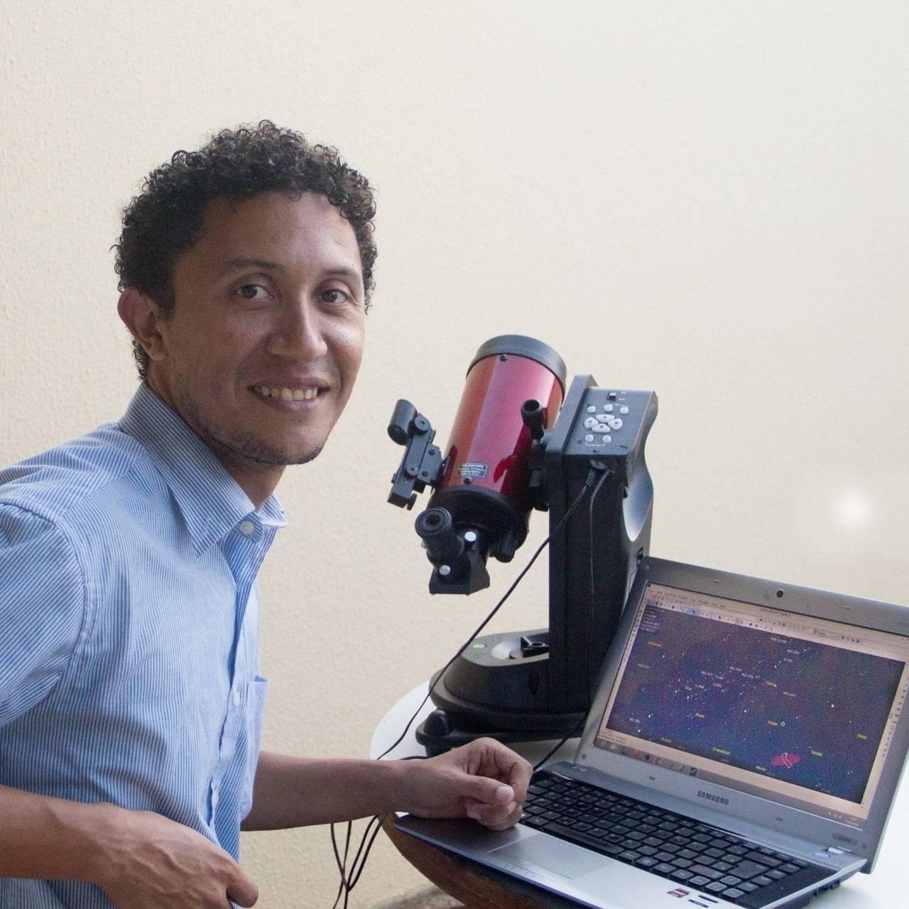 Lauriston ajudou Alfredo a entender os algoritmos do software