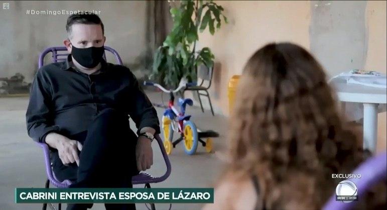 Roberto Cabrini entrevista mulher de Lázaro