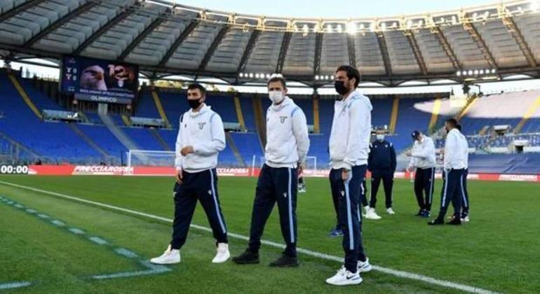 Atletas da Lazio, no Olímpico, à espera do Torino proibido de viajar