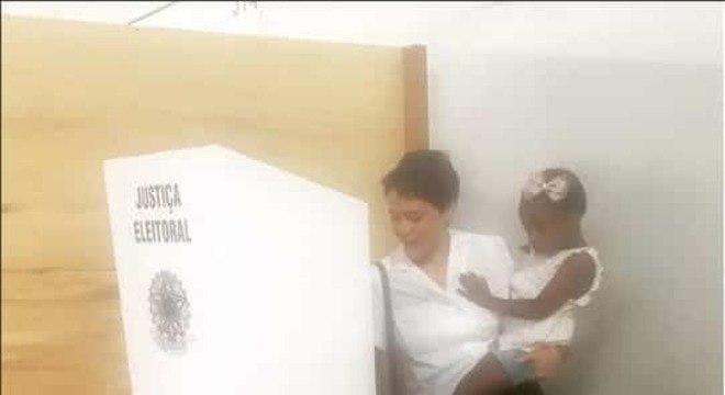 leandra leal votando