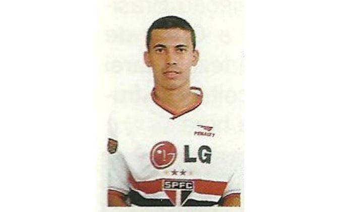 Leandro Alves - O atacante estreou na vitória por 3 a 2 contra o Goiás, no Brasileirão de 2001. O jogo foi no dia 9 de setembro de 2001 e Leandro fez dois gols.