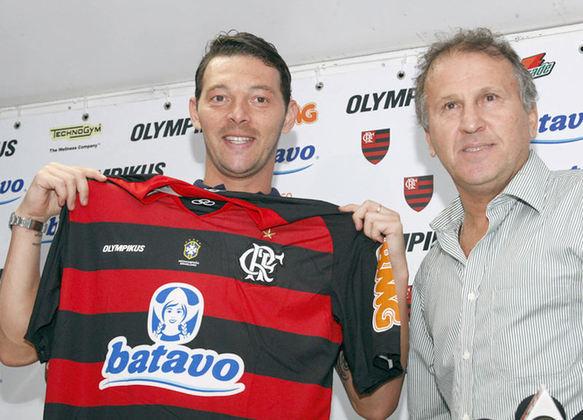 Leandro Amaral - Flamengo (2010)Após passar por Vasco e Fluminense, Leandro Amaral chegou ao Flamengo em 2010 e não conseguiu o mesmo sucesso que teve nos rivais. Com apenas quatro partidas e nenhum gol marcado, o jogador pediu e teve o seu contrato rescindido