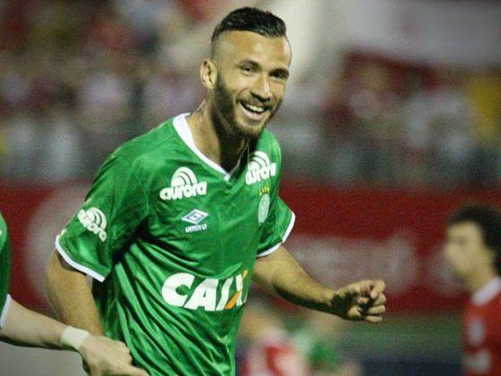 LEANDRO BANANA - (Ex-Palmeiras) Leandro Marcos Pereira é centroavante e ganhou o apelido quando jogava na Ferroviária. Alcançou destaque na Chapecoense, Palmeiras. Atualmente está no Matsumoto Yamaga.