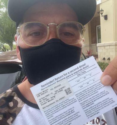Leandro Hassum foi vacinado contra a covid-19 no dia 18 de março nos Estados Unidos. Oator de 47 anos, que mora no exterior com a família desde 2016, mostrou o comprovante da imunização nas redes sociais