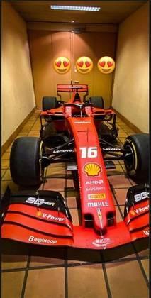 O 'mimo' da equipe italiana para o piloto é uma SF90, carro da escuderia em 2019