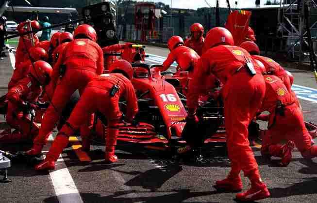 Leclerc teve dois problemas nos boxes após fazer boa largada na Bélgica