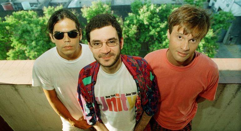 Dado Villa-Lobos (de óculos escuros), Renato Russo e Marcelo Bonfá