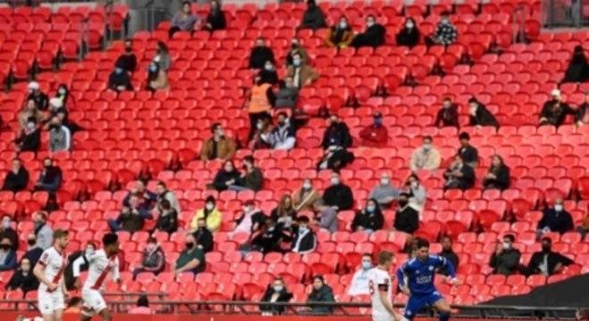Leicester x Southampton - Torcedores no Estádio de Wembley