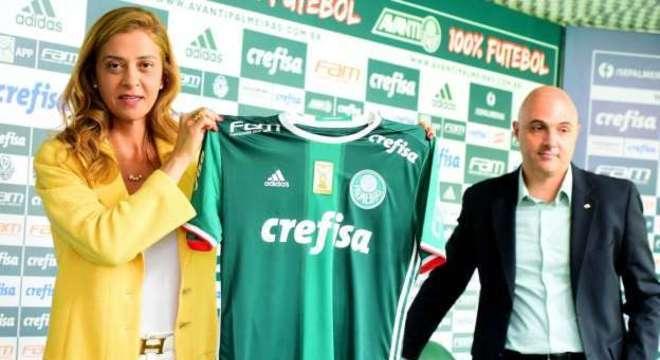 be1768b7071 Palmeiras renova com a Crefisa. R  210 milhões. E quer Ricardo ...