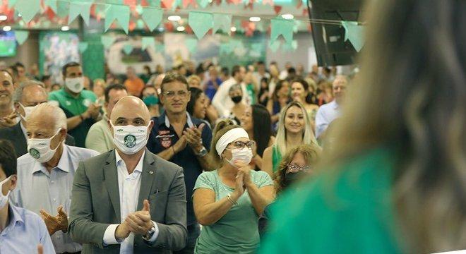 Leila Pereira lançando sua candidatura. Mauricio Galiotte presente. Muitos sem máscaras