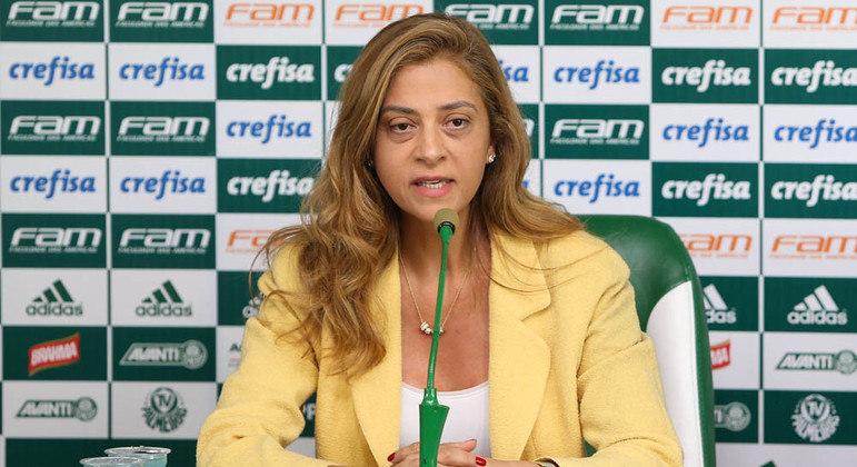 Empresas de Leila Pereira estampam camisa do Palmeiras desde 2015