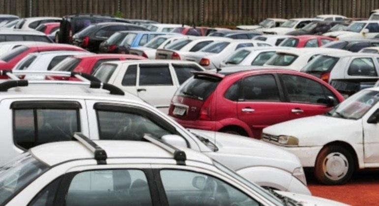 Para os carros com documentação, os lances vão variar de R$ 400 a R$ 14.000