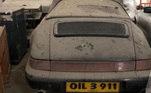 Um Porsche 911 já nasceu clássico! Entretanto, para ter esse modelo na sua garagem você terá que desembolsar mais de R$ 107 mil. De acordo com os organizadores do leilão, a maioria dos carros vem com fotos e histórias de seus antigos donos