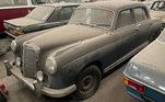 Entre os carros no galpão, existem veículos da década de 1940 em diante, como essa Mercedes-Benz Ponton 200 de 1957. Chama a atenção a quantidade de veículos clássicos e antigos que esse misterioso colecionador juntou durante os anos